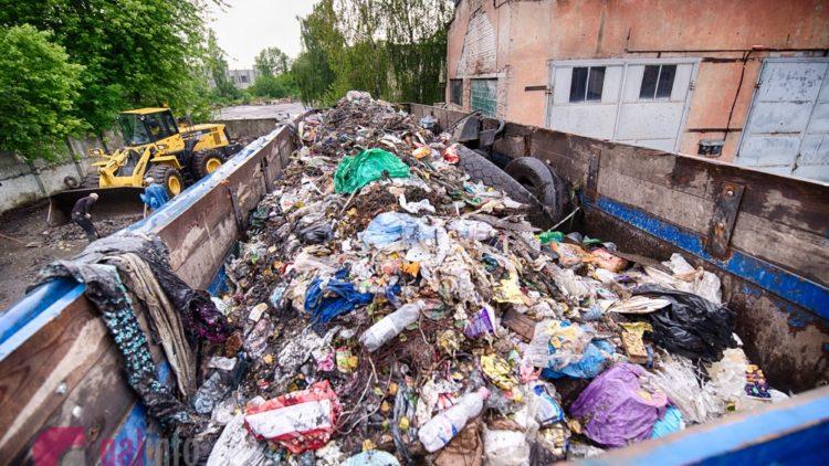 Для перевантаження сміття у Львові використовують декілька майданчиків