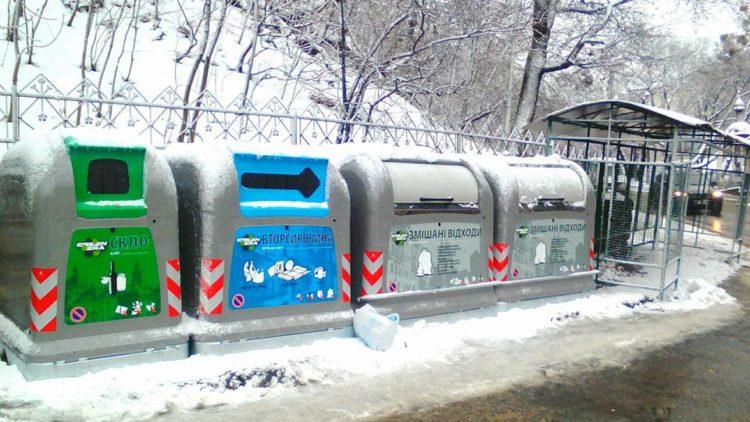 У центрі Львова встановили сміттєві контейнери європейського зразка