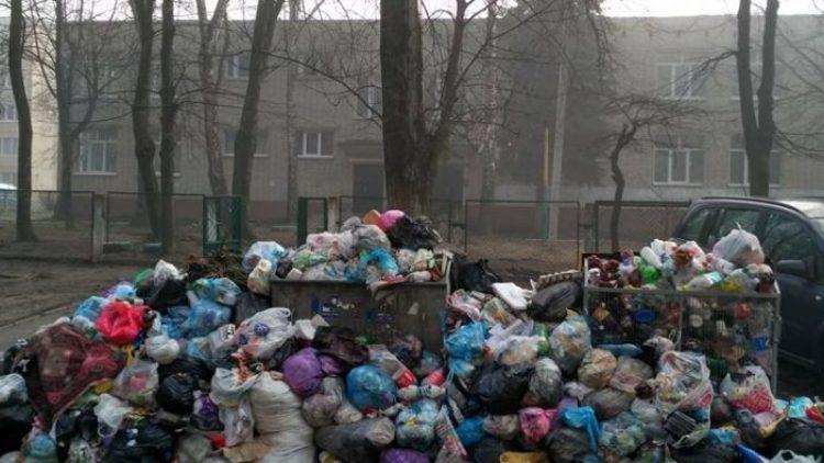 Львівські садочки та школи можуть закрити через переповненні сміттєві майданчики