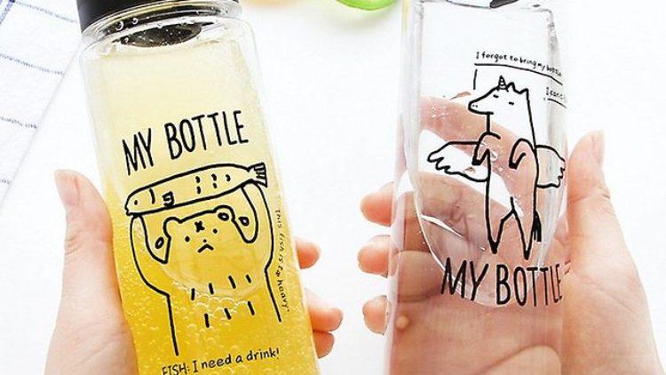 Кияни створили ініціативу, яка закликає використовувати багаторазові пляшки для води