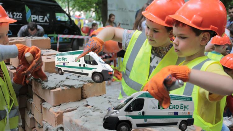"""На """"Місті професій"""" дітей навчать правильно поводитися з небезпечними відходами"""