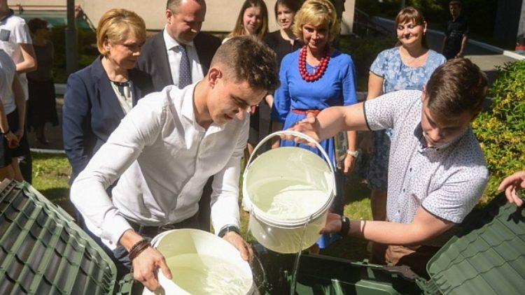 Компостери для переробки відходів встановлять у 200 українських школах, зокрема у 12 інтернатах