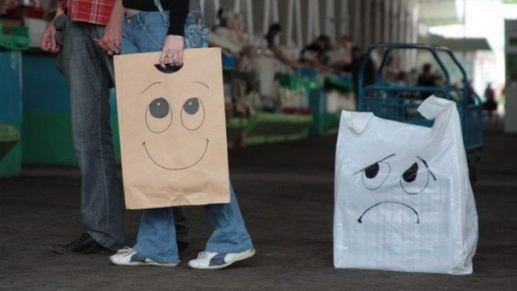 В супермаркетах Австралії будуть платити покупцям, які прийдуть з власним пакетом