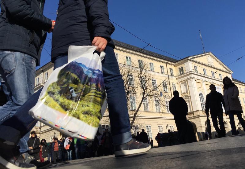 За покупками зі своєю тарою: у місті стартує кампанія «Львів без поліетилену»